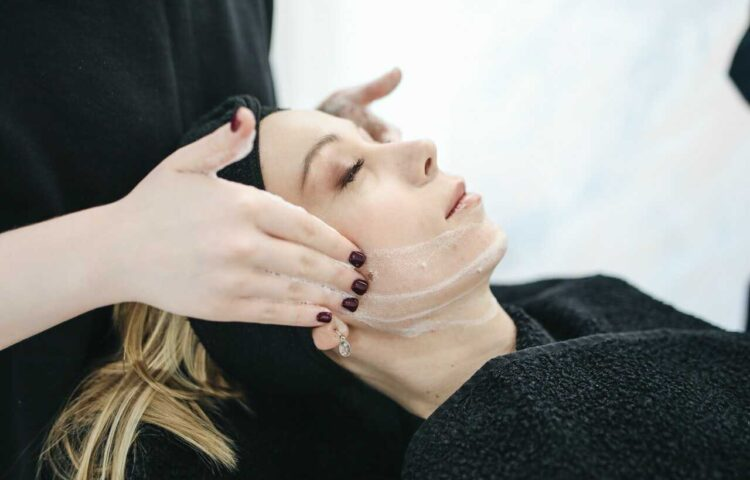 masaż twarzy creamy